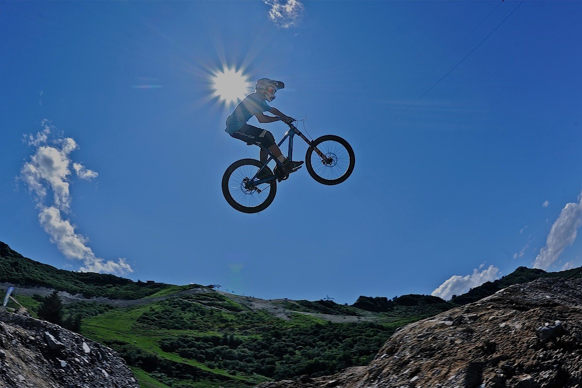 Commencal in the air