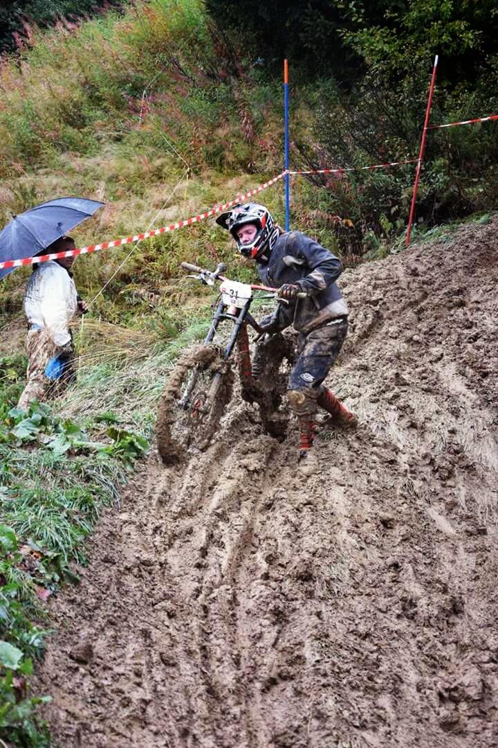 Collé dans la boue ! #MUC-OFF #LesSaisies