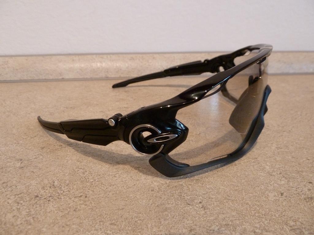 ... qui veut peut se faire plaisir avec ce qui selon moi se fait de mieux  en terme de lunettes de VTT, et qui aime le style atypique qu elles  procurent. 35e453d419a7