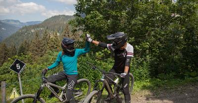 Découverte du Bike Park de Châtel avec Gaëlle et Aurore