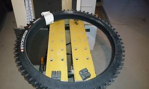 le pneu est neuf ici aussi