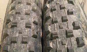 pneu avant à droite et arrière à gauche